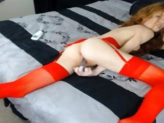 Испанка в красивом лифчике аккуратно пихает в пизду любимую секс игрушку онлайн